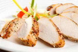 Met een Aziatische marinade tover je een saai kippetje in een handomdraai om tot een feestmaaltje… Een calorie-arm feestmaaltje welteverstaan. Kip (zonder vel) is over het algemeen vrij mager vlees. En mocht je toch een stukje vet treffen, dan kun