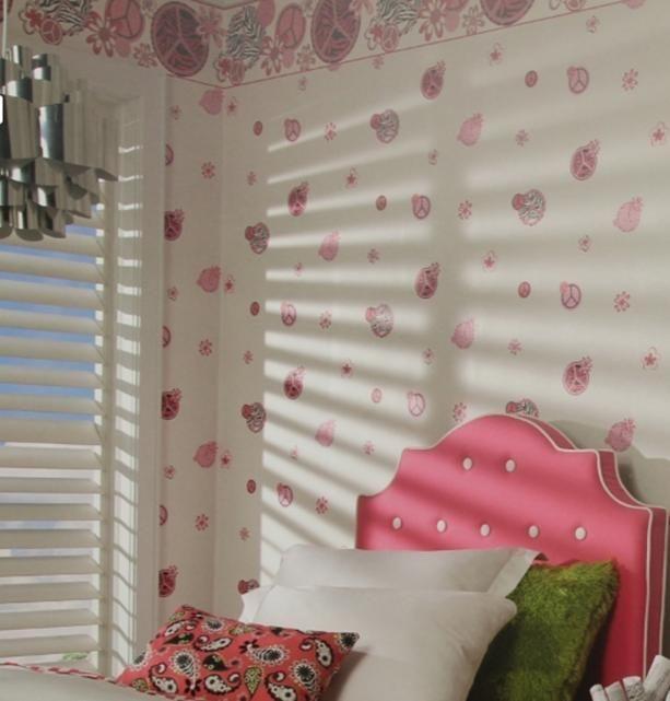 tapeta w kwiatki do pokoju dziewczynki