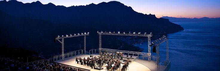 Appuntamenti d'estate sulla costiera amalfitana: musica e arte al Ravello Festival, tra ville e romantici giardini, fino al 7 settembre  Summer events on the Amalfi Coast: music and art at Ravello Festival, among villas and romantic gardens, till 7th September.  http://www.capolavoroitaliano.com/le-quattro-stagioni/follie-destate/4018/musica-e-cultura-risplendono-dal-belvedere-di-ravello-fino-al-7-settembre/