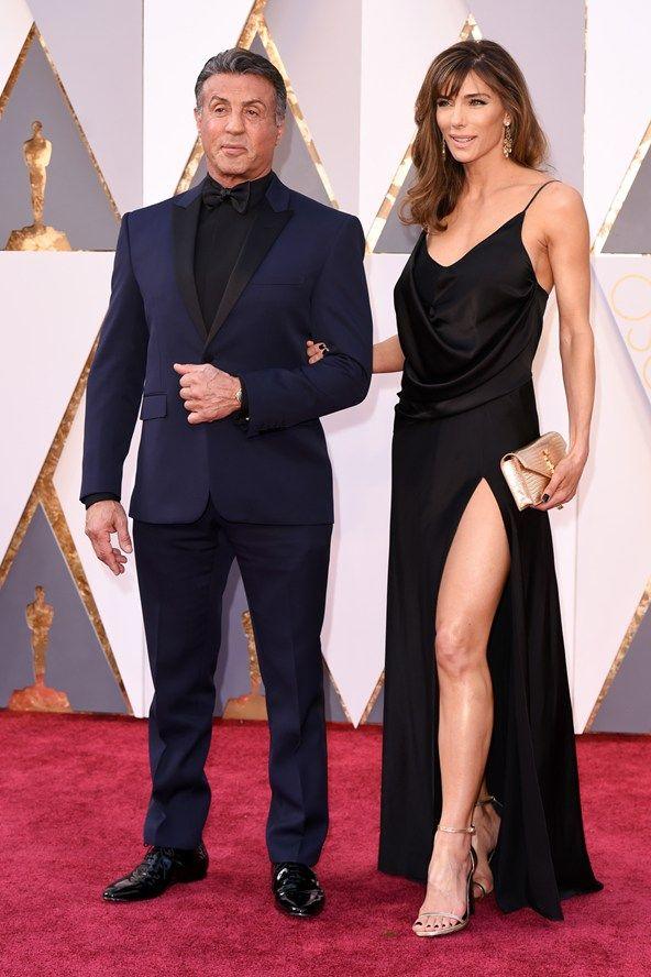Sylvester Stallone e la moglie Jennifer Flavin sul tappeto rosso degli oscar 2016, vestiti entrambi da Saint Laurent by Hedi Slimane <3 #oscar2016 #hedislimane #saintlaurent #sylvesterstallone