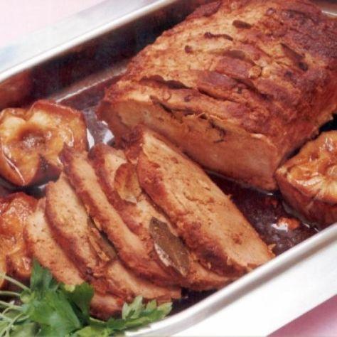 Receita de Lombo assado com Maçãs - 4 dentes de alho , 1 1/2 kg lombo de porco , 1 quanto baste de sal , 2 unidades de limão , 1 quanto baste de pimenta-do-...