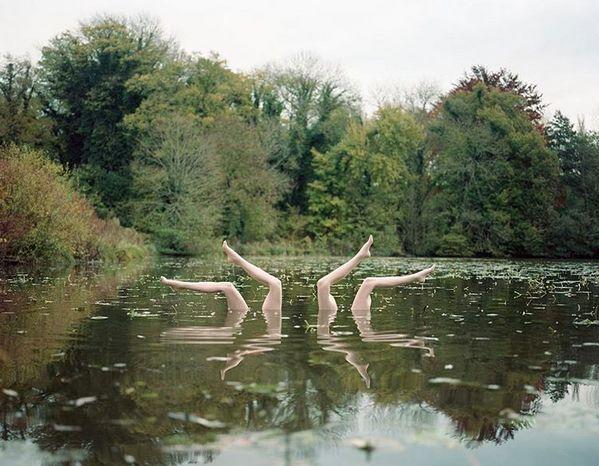 Sélection Instagram #84 // © Jean-Baptiste Courtier // Retrouvez la sélection complète sur le site de #FisheyeLeMag ! #instagram #curation #photo #photography #lake #women #legs #swim #swimming #synchronizedswimming #symmetry #photooftheday #picoftheday #potd