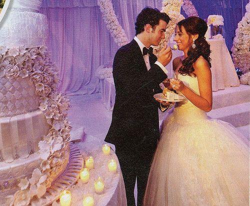 celebrity wedding cakes | ... the jonas brothers 9644645 500 412 Sassy Celebrity Wedding Cakes