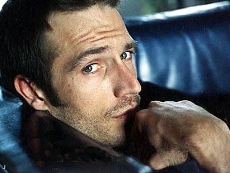 Michael Vartan. I adore him :3 :3 :3 ughhh he looks like ...... :3