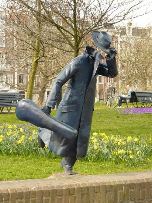 Fun facts about sculpture around Amsterdam