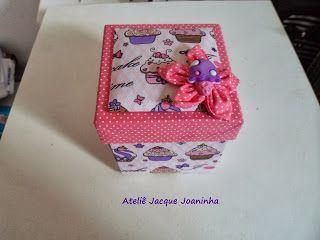 Jacqueline Artesanatos: Caixa de café da manhã - Cartonagem