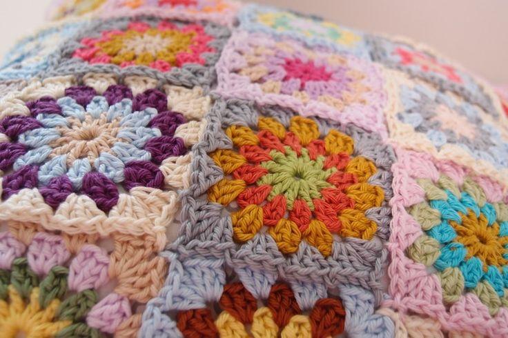 Crochet pillow. Colors!  www.vjahodovce.blogspot.com