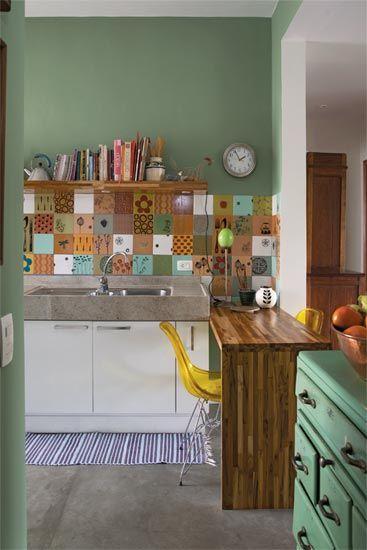 Cozinha chão cinza + azulejos