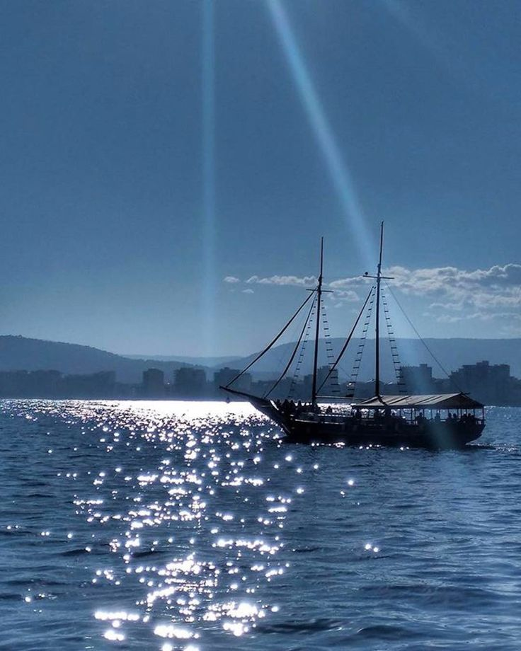 #Repost  Thanks! @ginaduna   #igerspalamos #portdepalamos #terrademar #palamos #corsarinegre #sailor #sea #InstAventuraTM2017 #adventures #mariners #corsari #pirates #queboniceslemporda #insta_cat #baixemporda #emporda #veler #ship #gambadepalamos #nature #maritim #waves #sun #sol #palamosonline #palamós #costabrava