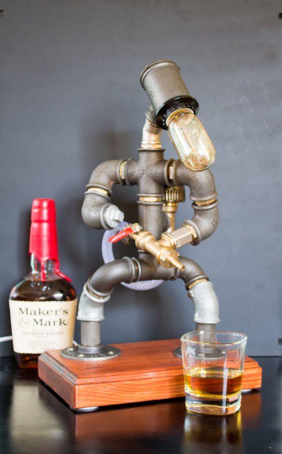 Alkohol-Whisky-Spender, Feuerwehrmann Geschenk für ihn, Jack Daniels Geburtstagsgeschenk, Steampunk Fireman Rohr Roboter Lampe
