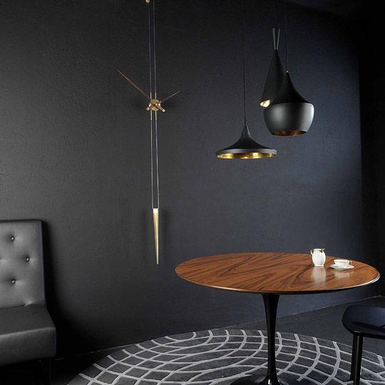 Дизайнер Reina Jose Maria создал уникальные настенные часы Nomon Pendulo Steel, которые восхищают свои минимализмом. Часы с маятником - модель в современном стиле, выполнена из стали с золотой полировкой. Отсутствие циферблата подойдет к самым требовательным интерьерам. Настоящие ценители классики выбирают именно Nomon Pendulo.
