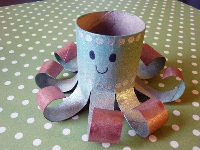 recycler le rouleau de papier toilette, octopode rose en rouleau de papier toilette
