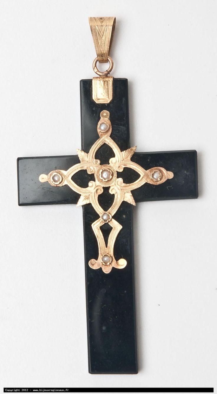 croix de deuil en onyx, or et perles