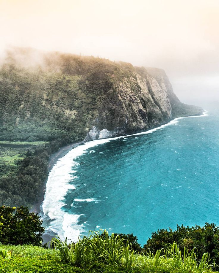 I stood here in the rain for half an hour just watching the ocean. Waipio Valley Lookout Hawaii USA [OC][10801350] #reddit