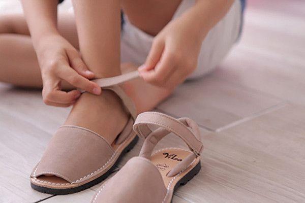 Classic Series girls leather sandal