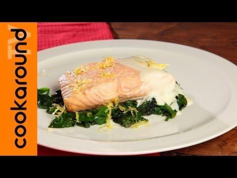 Salmone in padella con spinaci e salsa al limone