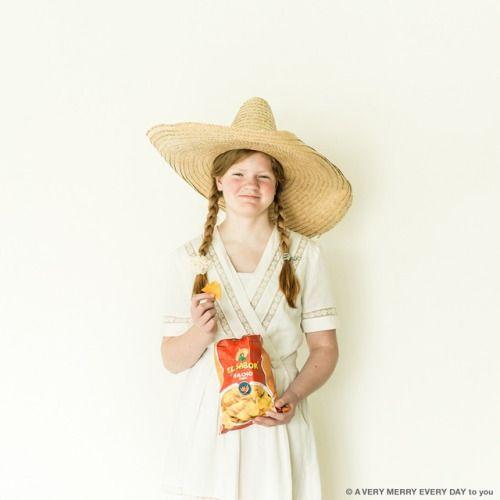 National Tortilla Chip Day...  National Tortilla Chip Day US  トルティーヤチップスの日なので メキシカンな写真にしました  どことなくメキシコっぽい感じがする ヴィンテージのワンピース 頭の上にはブリムツバのことの大きなソンブレロ この帽子昔から持ってるんです いつか日の目を見るかもしれないと思って ずっと持ってたものなんですが 今回ついに使うことができてよかったです パチパチ拍手  でもこの前メキシコに行ったんですけど こんな人はいませんでした笑 岡尾美代子