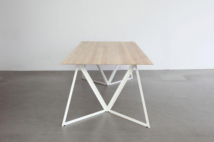 Clara Stil   Steel Stand Table – Design: Sebastian Scherer