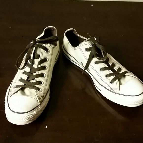 Off white Converse Chuck Taylors In excellent condition. Can use a good cleaning, then it can look brand new. Selling for my sister. Converse Shoes