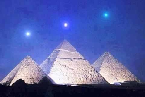 Pyramid of Giza Egypt Planetary alignment of Saturn, Venus ...