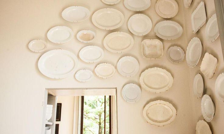 Décoration en plats de porcelaine chez Carlo Zanuso