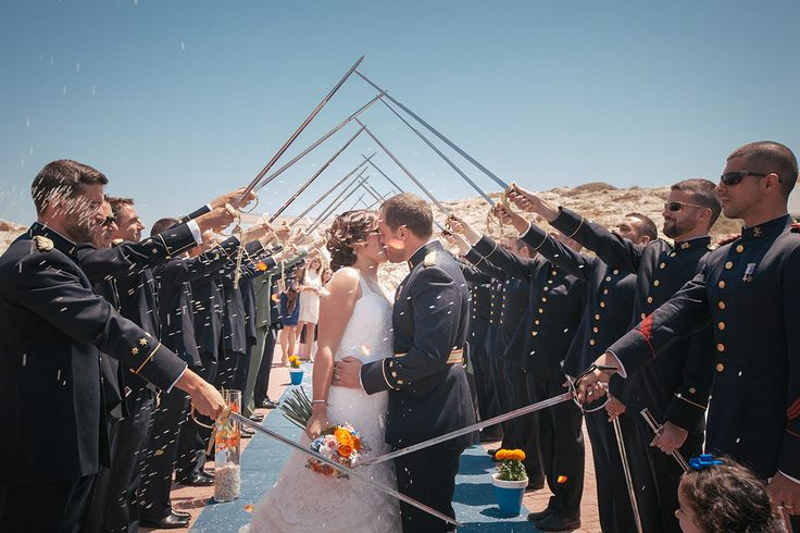 Las bodas militares tienen su encanto y tanto la novia como el novio pasan a ser protagonistas de ese día.