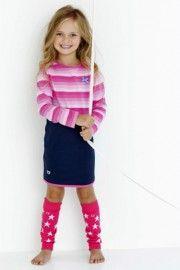 Met dit jurkje zie je alles door een roze bril. Leuk ook met de roze of donkerblauwe sterrenbeenwarmers eronder.