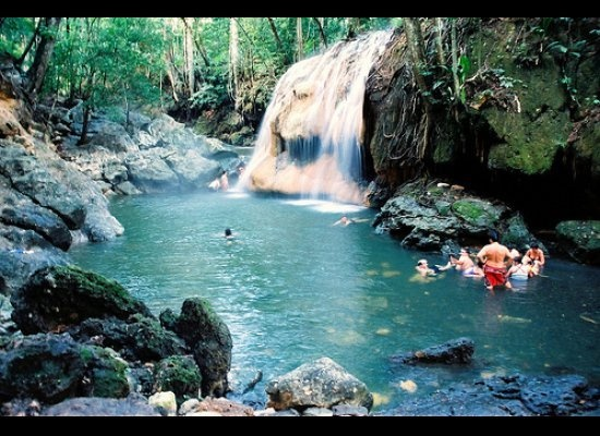 8 Cool Waterfalls To Swim Under (PHOTOS)