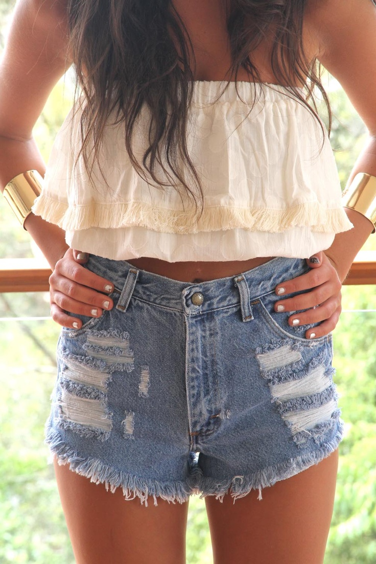 Summer fab.Fashion, Summer Looks, Summer Outfit, Crop Tops, Tube Tops, Denim Shorts, Jeans Shorts, Summer Clothing, High Waist Shorts