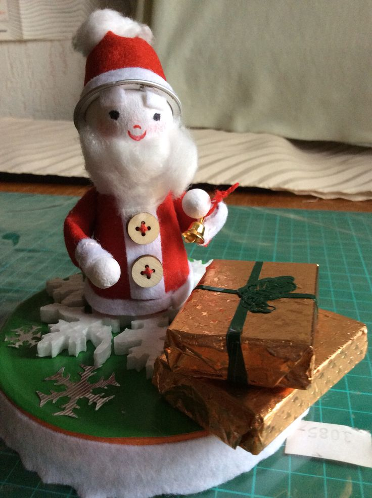 The finished Santa w wrapped gifts.