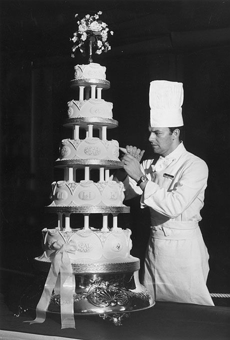 Brides.com: . Princess Anne and Captain Mark Phillips (1973). Here, Sergeant Major David Dodd of the Army Catering Corps places last-minute icing details on the couple's five-tier cake. Princess Anne married Captain Mark Phillips at Westminster Abbey in a televised ceremony that was watched by millions worldwide.