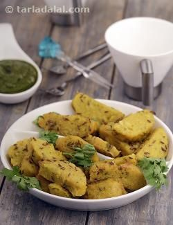 Cabbage jowar muthias are an all-time favourite gujarati snack. These are dumplings that are first steamed and then sautéed in a basic tempering. This flavourful and fibrous snack is also light on the stomach.