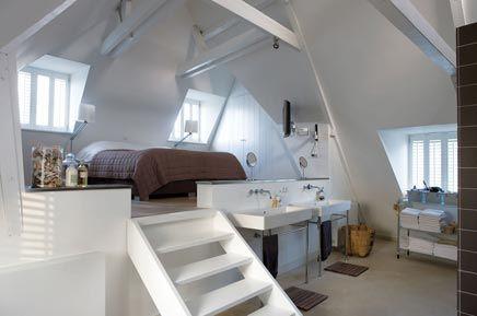Op Woonwens kwam ik dit indrukwekkende huis gelegen in Weesp tegen. Wat eerst nog een vervallen woning was, wisten Roelof en Coby met gevoel en stijl om te toveren tot een prachtige woonboerderij. gevonde op Inrichting-huis.com