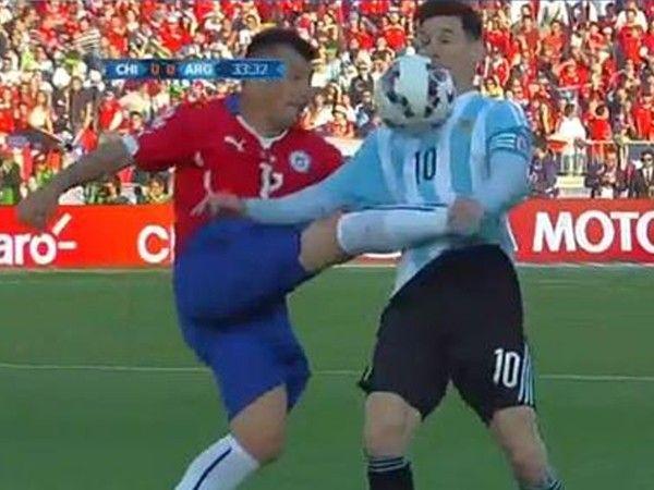 Argentina vs. Chile: la criminal patada de Gary Medel a Lionel Messi que increíblemente no fue roja [VIDEO]