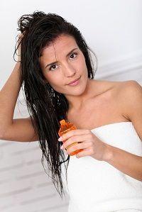 Szeretnél csodálatosan egészséges hajat? – használj kókuszolajat