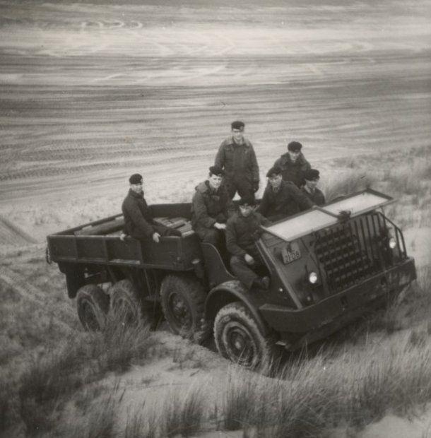 """Cavalerie Schietkamp.  """"de Vliehors""""  DAF YA 328 6x6. Hier is het voertuig afgekapt."""