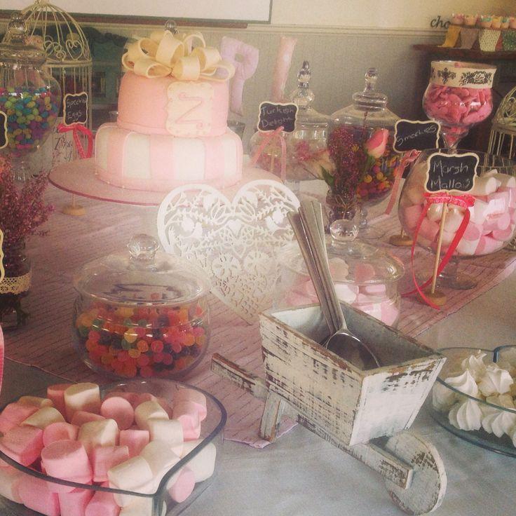 Shabby sheik candy buffet by Karamella