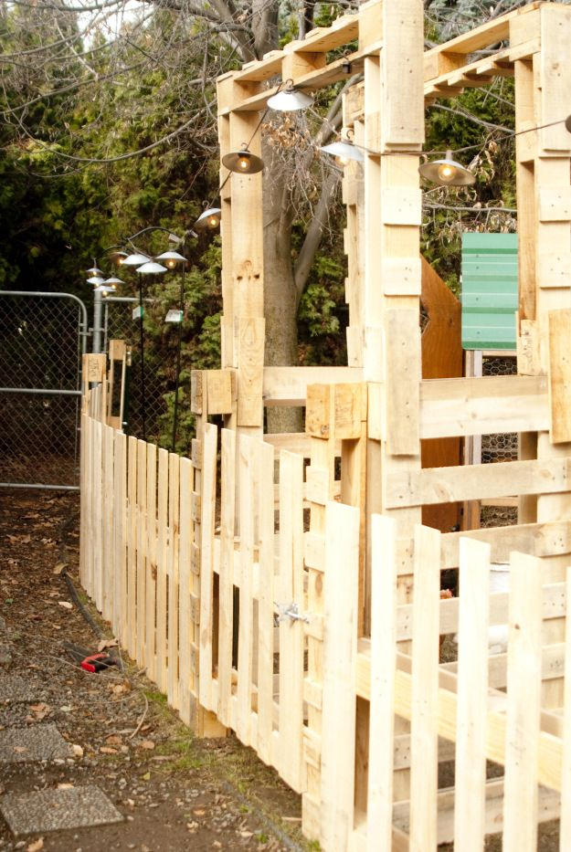 1000 ideas about pallet fencing on pinterest fence for Diy pallet fence gate