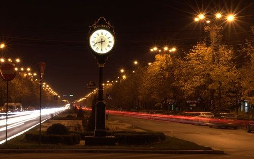 Imagine prin We Heart It #bucharest #cars #city #clock #lights #romania #travel #timelaps