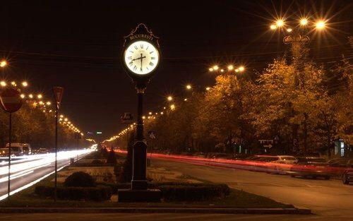 Imagine prin We Heart It #bucharest #cars #city #clock #lights #romania #travel #timelaps