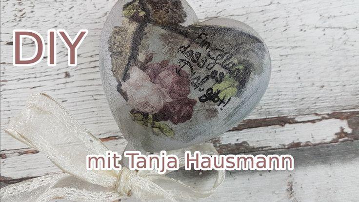 Herziger Blumenstecker zu Valentinstag / Deko selber basteln DIY [Tutorial in deutsch]. DIY: Etwas herziges für Valentinstag / Muttertag / für besondere Menschen mit Serviettentechnik & Betonfarbe selber basteln.. Wie wäre es mit diesen Blumenstecker im Beton / Shabby-Design? Tanja Hausmann zeigt Dir wie es geht. #serviettentechnik #basteln #handmade #selberbasteln #selbstgemacht #diy #doityourself #selbermachen #crafting #crafter