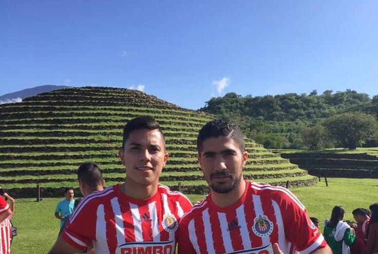 CHIVAS SE TOMARÁ LA FOTO OFICIAL EN GUACHIMONTONES En evento privado Chivas se toma foto oficial en Guachimontones, La única ausencia del equipo es Oswaldo Alanís, quien está con la selección nacional.