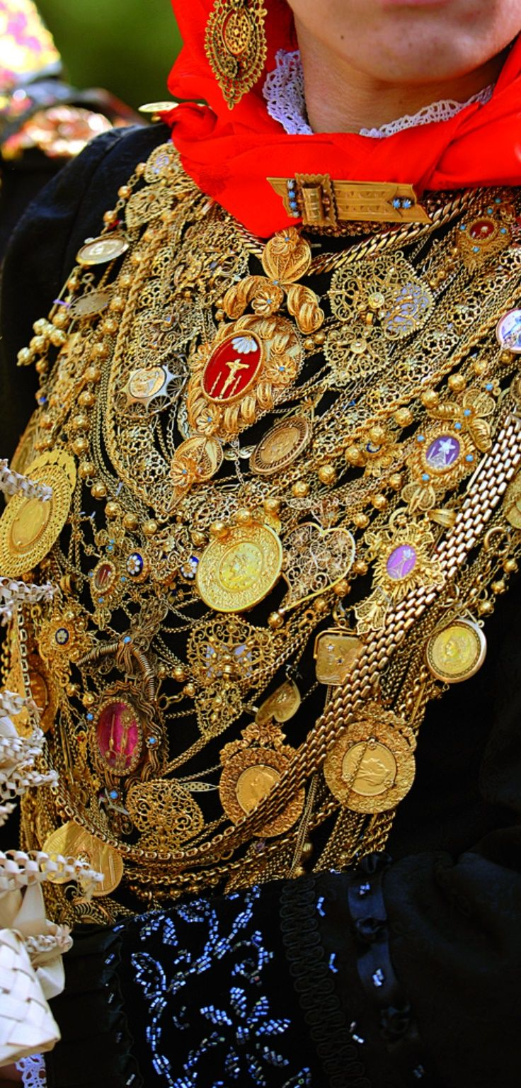 Typical Costume with Filigree Jewellery # Minho, Portugal
