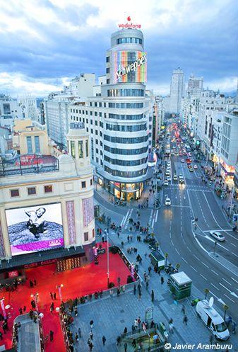 Foto: Estreno en Gran Vía. Más fotografías en http://yellowtomate.com/ Visita…