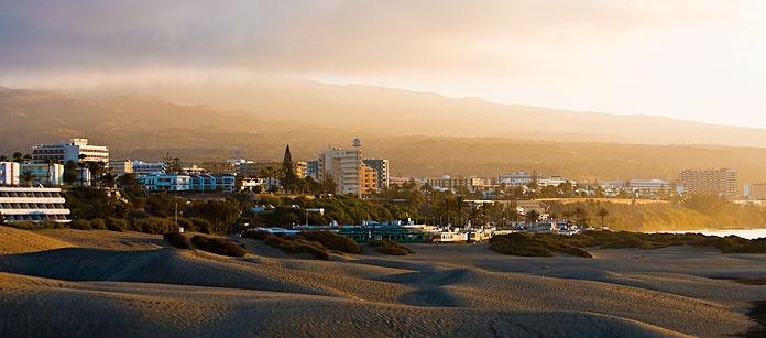 Playa del Inglés, ligger på södra delen av Gran Canaria. Här finns den mäktiga sandstranden samt det enorma mat- och nöjesutbudet. Reser du utan barn kan vi rekommendera vårt alldeles egna Sunprime Resorts.