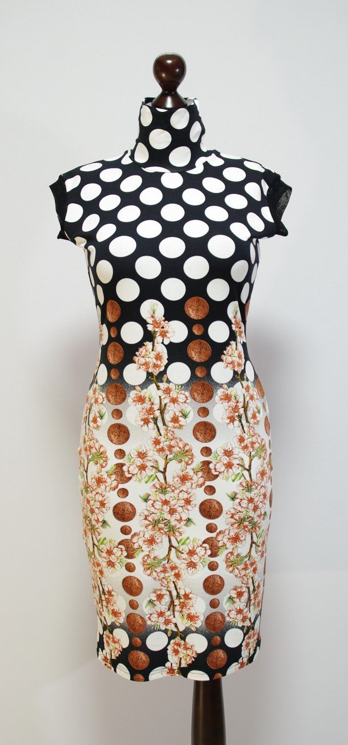 Летнее платье-карандаш с крупным горохом