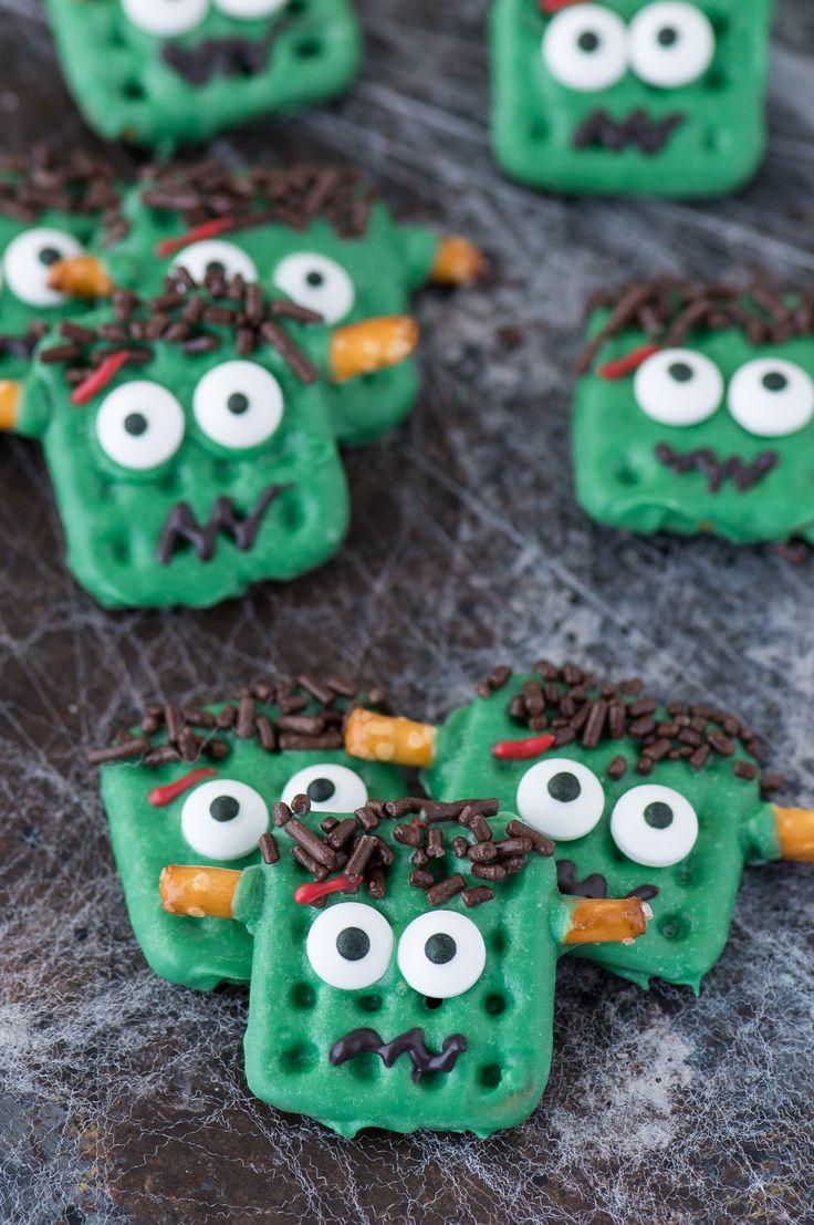 Fácil de halloween frankenstein pretzels utilizando masas fundidas de dulces, galletas saladas, y algunos ingredientes simples!  Los niños sin duda puede ayudar con esto fácil de hacer la invitación de Halloween!