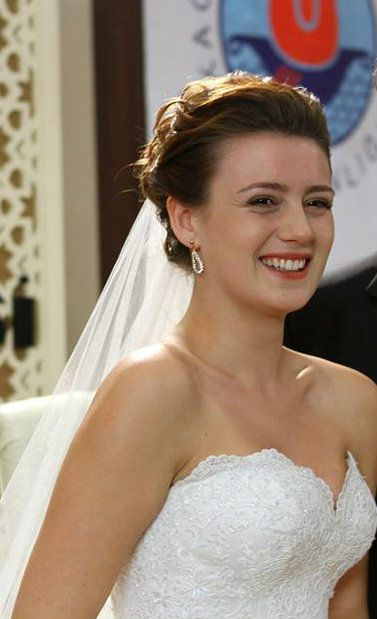 "Gizem Karaca, in #AlisseNuera Wedding Dress  - ""Benim Hala Umudum Var"" TV Series 2013/2014"