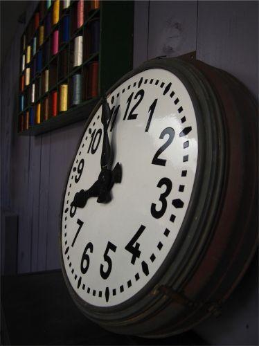 ancienne grande horloge de gare cadran emallé                                                                                                                                                     Plus