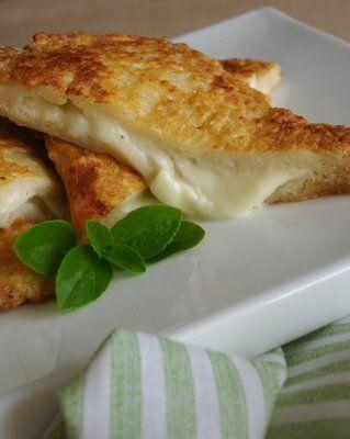 Pour passer un bon Entrées, nous vous proposons une recette de MOZZARELLA IN CARROZZA . recette de cuisine, facile et rapide, par Les gourmands mediterraneens